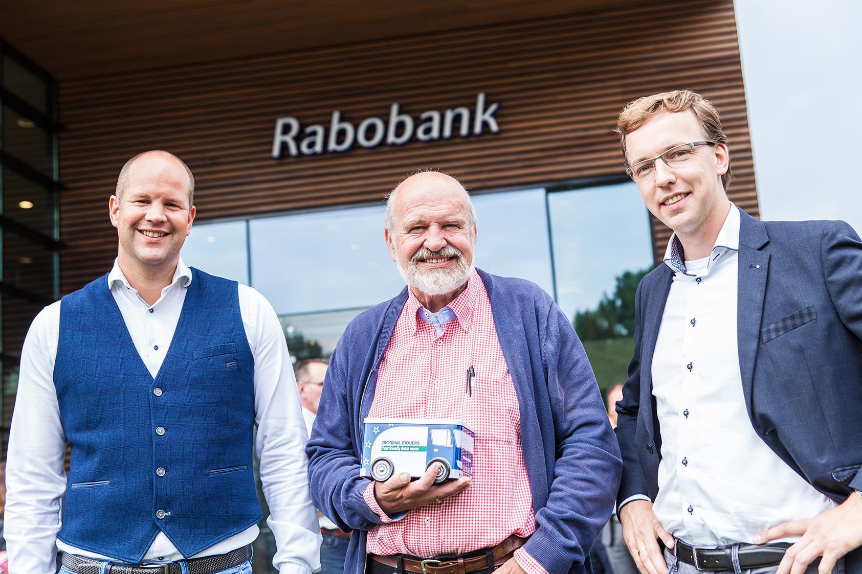 MKB en detailhandel samen Jan van Santen, Mondial Waaijenberg Verhuizers samen met genomineerden Business Event Gemeente Ede, MKB en detailhandel BE 2017