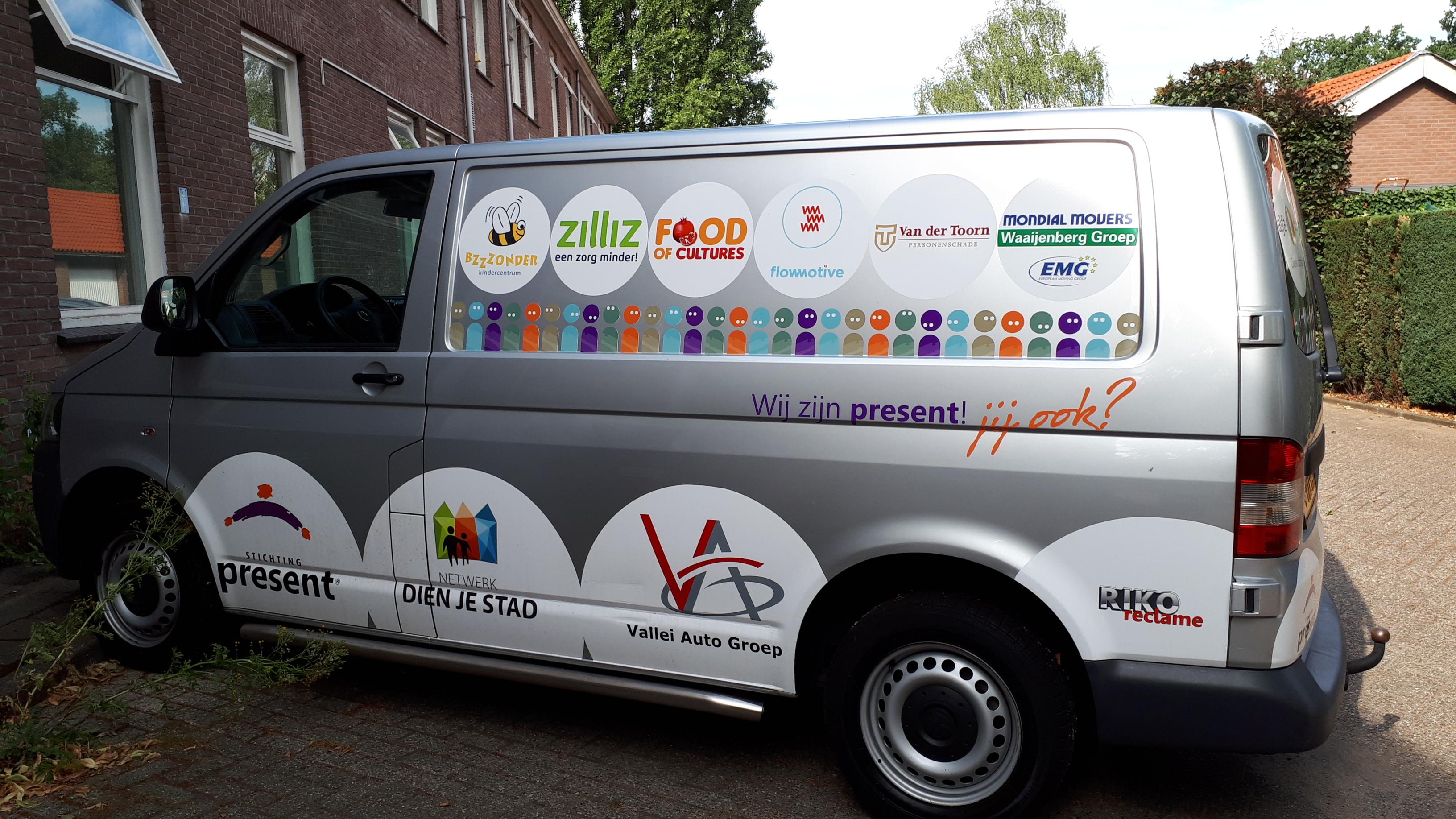 Mondial Waaijenberg Verhuizers een van de sponsoren Klusbus stichting Present Ede
